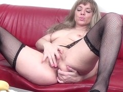 Hot Housewife Playing With Her Wet Pussy - MatureNL