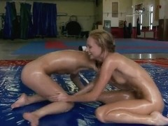Alysa Gap and Ivana Sugar on the werstling floor