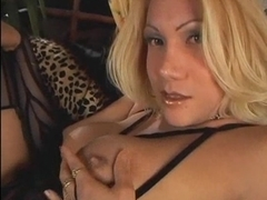 Swell milf trans tempting solo