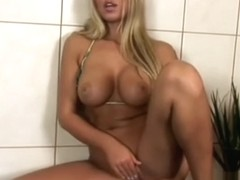 Anette Dawn fingering herself