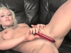 Mesmerizing Denise strips off her outfit and takes herself to orgasm