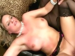 Jodi Mamuśki porno lesbijki jazda na pasek na